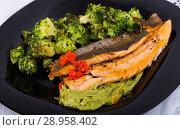 Купить «Fried river trout fillet», фото № 28958402, снято 17 августа 2018 г. (c) Яков Филимонов / Фотобанк Лори