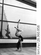 Купить «A beautiful girl dancing in the city», фото № 28960858, снято 7 июня 2018 г. (c) Restyler Viacheslav / Фотобанк Лори