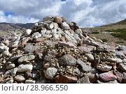 Купить «Китай, Тибет. Буддистские молитвы - камни с мантрами и ритуальными рисунками на тропе  вокруг священной горы Кайлас», фото № 28966550, снято 18 июня 2018 г. (c) Овчинникова Ирина / Фотобанк Лори