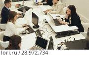 Купить «Group of successful business people during daily work in modern co-working space», видеоролик № 28972734, снято 28 апреля 2018 г. (c) Яков Филимонов / Фотобанк Лори