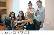 Купить «Colleagues working on one computer in the office», видеоролик № 28973762, снято 8 августа 2018 г. (c) Илья Шаматура / Фотобанк Лори