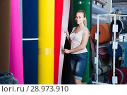 woman choosing carpet in housewares hypermarket. Стоковое фото, фотограф Яков Филимонов / Фотобанк Лори
