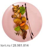 Купить «Grilled mushrooms with vegetables», фото № 28981814, снято 23 апреля 2019 г. (c) Яков Филимонов / Фотобанк Лори