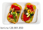 Купить «Top view of sandwiches with guacamole, canned tuna, vegetables on white plate», фото № 28981850, снято 22 июня 2018 г. (c) Яков Филимонов / Фотобанк Лори