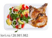 Купить «Fried pork loin with salad», фото № 28981982, снято 20 сентября 2018 г. (c) Яков Филимонов / Фотобанк Лори