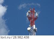 Антенна сотовой связи на фоне синего неба. Стоковое фото, фотограф Сапрыгин Сергей / Фотобанк Лори