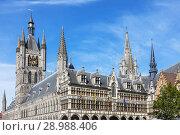 Купить «Flemish 14th century architecture of the Cloth Hall, Markt Grote, Ypres, Belgiuum with the restored facade and the 70 metre high belfry.», фото № 28988406, снято 5 июля 2018 г. (c) age Fotostock / Фотобанк Лори