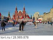 Купить «Москва. ГУМ-каток на Красной площади», фото № 28989878, снято 7 декабря 2016 г. (c) Елена Коромыслова / Фотобанк Лори