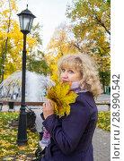 Купить «Woman in the autumn park», фото № 28990542, снято 12 декабря 2018 г. (c) Светлана Кузнецова / Фотобанк Лори
