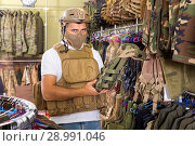 Купить «Male customer try on ammunition with rifle», фото № 28991046, снято 4 июля 2017 г. (c) Яков Филимонов / Фотобанк Лори