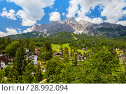 Picturesque view of the summer village in the Dolomites mountains (2018 год). Стоковое фото, фотограф Юлия Кузнецова / Фотобанк Лори