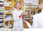 Купить «Mature female seller suggesting care products to young customer», фото № 28993250, снято 15 марта 2017 г. (c) Яков Филимонов / Фотобанк Лори