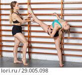 Купить «Girls training at gym», фото № 29005098, снято 10 мая 2018 г. (c) Яков Филимонов / Фотобанк Лори