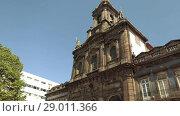 Купить «Church of Trinity is church in city of Porto in Portugal», видеоролик № 29011366, снято 16 ноября 2017 г. (c) BestPhotoStudio / Фотобанк Лори