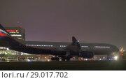Купить «Planes and vehicles traffic at Terminal F of Sheremetyevo Airport, night view», видеоролик № 29017702, снято 4 октября 2017 г. (c) Данил Руденко / Фотобанк Лори