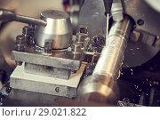 Купить «Thread cutting tool at metal working lathe machine», фото № 29021822, снято 11 июля 2018 г. (c) Дмитрий Калиновский / Фотобанк Лори