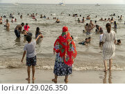 Купить «Thousands of beachgoers try to beat the oppressive heat and escape to Coney Island in Brooklyn in New York and literally pack the beach on Sunday, July...», фото № 29026350, снято 1 июля 2018 г. (c) age Fotostock / Фотобанк Лори