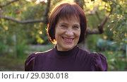 Купить «Smiling woman on sunset», видеоролик № 29030018, снято 27 августа 2018 г. (c) Илья Шаматура / Фотобанк Лори