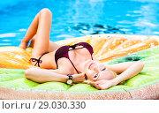 Beautiful model girl lies on shapes air mat. Стоковое фото, фотограф katalinks / Фотобанк Лори