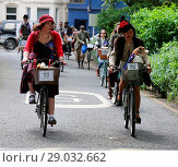 Купить «Riders gather for a picnic in Geraldine Mary Harnsworth Park. The Tweed Run is one of London's most visually stunning and wonderfully British public bicycle...», фото № 29032662, снято 6 мая 2017 г. (c) age Fotostock / Фотобанк Лори