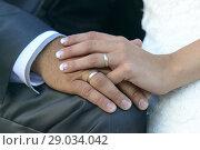 Купить «Close-up of wedding rings and hands of the bride and groom», фото № 29034042, снято 17 июня 2017 г. (c) age Fotostock / Фотобанк Лори