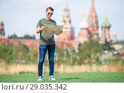 Happy young urban man in european city. Стоковое фото, фотограф Дмитрий Травников / Фотобанк Лори