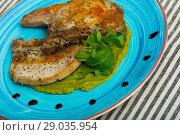 Купить «Grilled pork loin with guacamole», фото № 29035954, снято 23 июня 2018 г. (c) Яков Филимонов / Фотобанк Лори