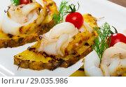Купить «Sepia, grilled with pineapple and cherry tomatoes with sweet-sour sauce», фото № 29035986, снято 16 октября 2018 г. (c) Яков Филимонов / Фотобанк Лори