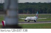 Купить «Airplane departure from Dusseldorf», видеоролик № 29037138, снято 23 июля 2017 г. (c) Игорь Жоров / Фотобанк Лори