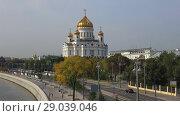 Купить «Вид на собор Христа Спасителя сентябрьским днем. Москва», видеоролик № 29039046, снято 1 сентября 2018 г. (c) Виктор Карасев / Фотобанк Лори