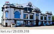 Купить «ТДЦ бывший крытый рынок. Памятник архитектуры 1914 года .Саратов», фото № 29039318, снято 12 августа 2018 г. (c) Евгений Будюкин / Фотобанк Лори