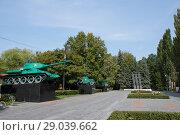 Купить «Площадь мужества в Измайловском парке, лето 2018», фото № 29039662, снято 1 сентября 2018 г. (c) Дмитрий Рыженков / Фотобанк Лори