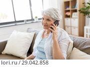 Купить «senior woman calling on smartphone at home», фото № 29042858, снято 24 мая 2018 г. (c) Syda Productions / Фотобанк Лори