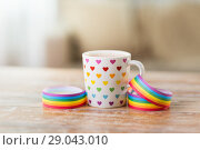 Купить «cup with heart pattern and gay awareness ribbon», фото № 29043010, снято 14 ноября 2017 г. (c) Syda Productions / Фотобанк Лори