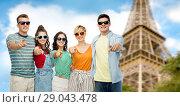 Купить «friends pointing at you over eiffel tower», фото № 29043478, снято 30 июня 2018 г. (c) Syda Productions / Фотобанк Лори