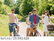 Купить «happy friends riding fixed gear bicycles in summer», фото № 29043626, снято 7 июля 2018 г. (c) Syda Productions / Фотобанк Лори