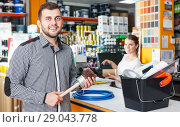 Купить «Man with purchases in household store», фото № 29043778, снято 17 мая 2018 г. (c) Яков Филимонов / Фотобанк Лори