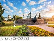 Купить «Афанасий Никитин на рассвете Monument to Afanasy Nikitin in the rays of the dawn sun», фото № 29053722, снято 19 августа 2018 г. (c) Baturina Yuliya / Фотобанк Лори