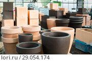 Купить «Photo of rows with clay pots for plants», фото № 29054174, снято 23 февраля 2018 г. (c) Яков Филимонов / Фотобанк Лори