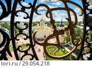 Купить «Вид на Лавру сквозь решетку View of the temples of the Lavra through the openwork grille», фото № 29054218, снято 9 августа 2018 г. (c) Baturina Yuliya / Фотобанк Лори
