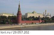 Купить «Водовзводная башня и Большой Кремлевский дворец сентябрьским днем. Москва», видеоролик № 29057202, снято 1 сентября 2018 г. (c) Виктор Карасев / Фотобанк Лори