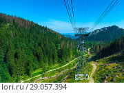 descent from the mountain in the funicular, shooting a beautiful mountain landscape from the cabin, Poland. Стоковое фото, фотограф Константин Лабунский / Фотобанк Лори