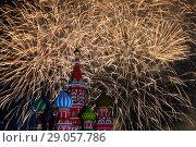 Купить «Купола Собора Василия Блаженного на фоне красочного салюта», фото № 29057786, снято 2 сентября 2018 г. (c) Николай Винокуров / Фотобанк Лори