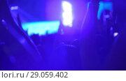 Купить «A slow motion of a clapping crowd on an evening concert show», видеоролик № 29059402, снято 19 ноября 2018 г. (c) Данил Руденко / Фотобанк Лори