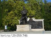 Купить «Памятник Александру III в Ливадийском парке, Ялта, Ливадия, Крым.», фото № 29059746, снято 27 августа 2018 г. (c) Игорь Архипов / Фотобанк Лори