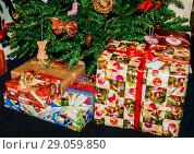 Купить «dressed up under the Christmas tree are boxes with gifts», фото № 29059850, снято 31 декабря 2012 г. (c) Tetiana Chugunova / Фотобанк Лори