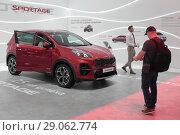 Купить «Красный КИА джип на автосалоне в Москве», эксклюзивное фото № 29062774, снято 9 сентября 2018 г. (c) Дмитрий Неумоин / Фотобанк Лори