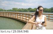 Купить «Happy young urban woman enjoy music outdoors», видеоролик № 29064946, снято 15 августа 2018 г. (c) Дмитрий Травников / Фотобанк Лори