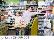 Купить «Laughing woman and daughter with shopping cart», фото № 29066558, снято 5 января 2017 г. (c) Яков Филимонов / Фотобанк Лори