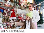 Купить «Girl with mom in market», фото № 29066582, снято 21 сентября 2018 г. (c) Яков Филимонов / Фотобанк Лори